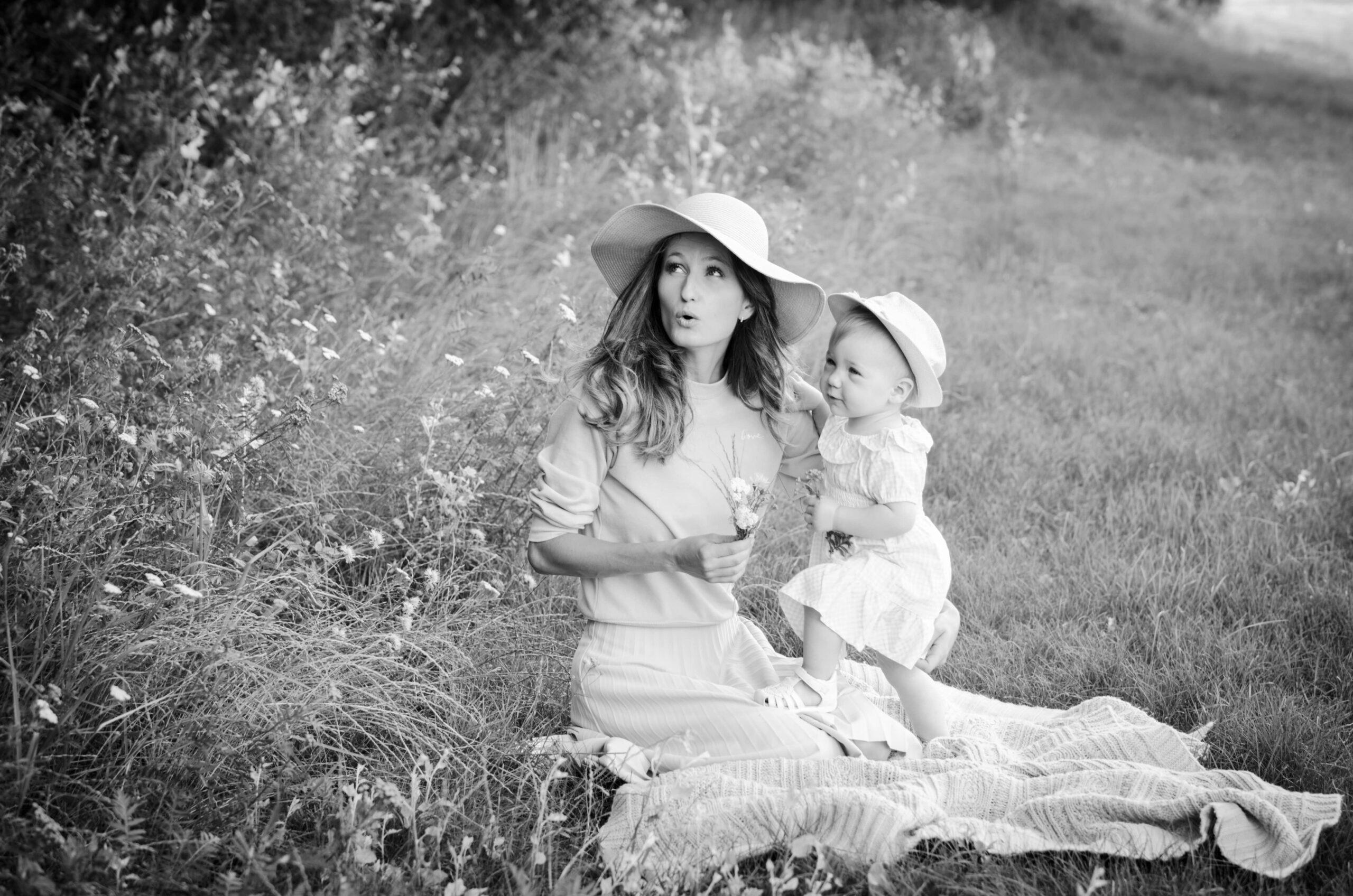 Sesja rodzinna plenerowa - mama z córką